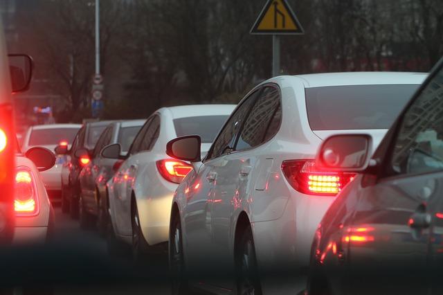 道路渋滞しまくり、車もうるさいし空気汚い