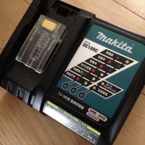 マキタ掃除機-充電器