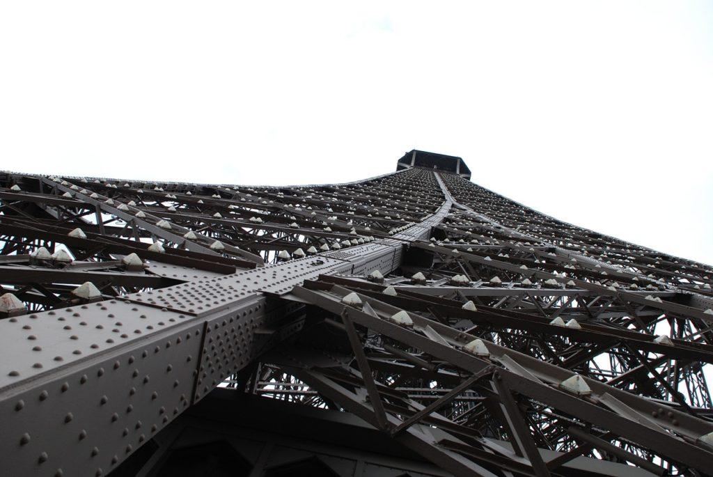 鉄骨の建物